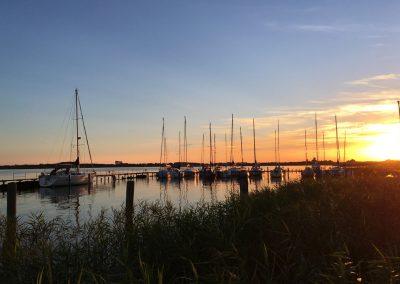 pure Romantik an der Ostsee - Wunderschöner Sonnenuntergang am Wustrower Hafen